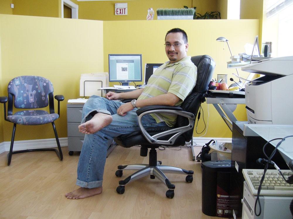 Barefoot Moe at work